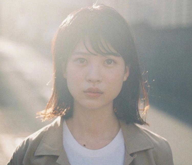 中田青渚演じるイハ。