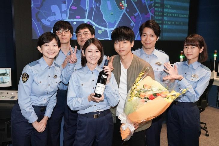 「ボイス 110緊急指令室」真木よう子と増田貴久のクランクアップ時の様子。