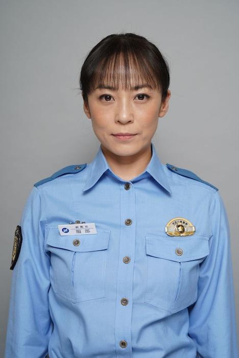 佐藤仁美演じる服部京子。