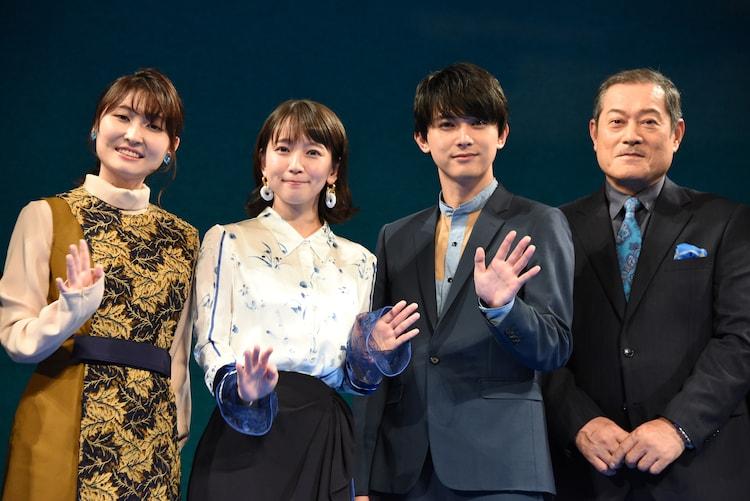 左から若山詩音、吉岡里帆、吉沢亮、松平健。