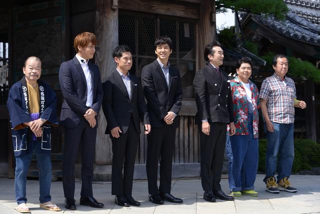 左から佐藤蛾次郎、佐野和真、伊藤淳史、西島秀俊、池田鉄洋、前田航基、木村ひさし。