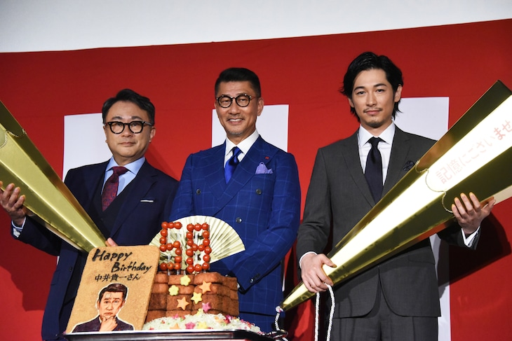 「記憶にございません!」大ヒット御礼舞台挨拶の様子。左から三谷幸喜、中井貴一、ディーン・フジオカ。