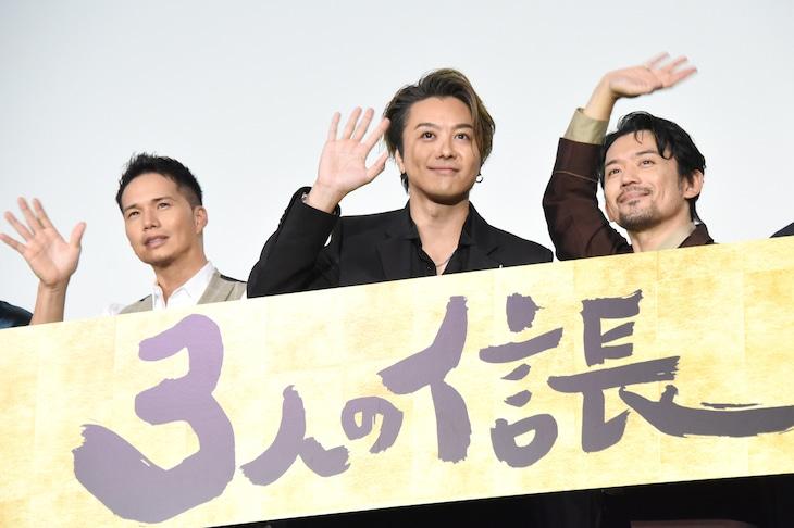 「3人の信長」公開記念舞台挨拶の様子。左から市原隼人、TAKAHIRO、岡田義徳。