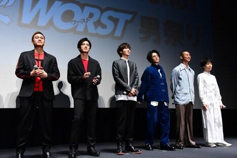 左から小柳心、荒井敦史、志尊淳、塩野瑛久、葵揚、坂口涼太郎。