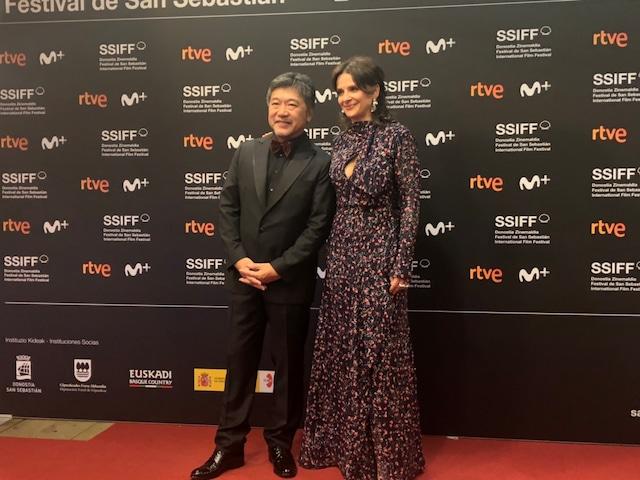 第67回サンセバスチャン国際映画祭の様子。左から是枝裕和、ジュリエット・ビノシュ。