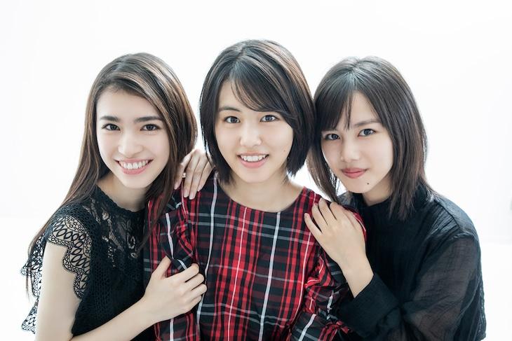 左から長見玲亜、竹内愛紗、松風理咲。