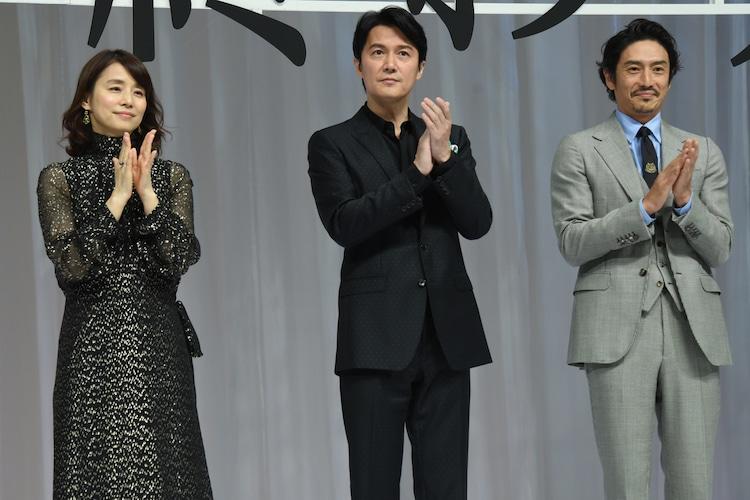 左から石田ゆり子、福山雅治、伊勢谷友介。