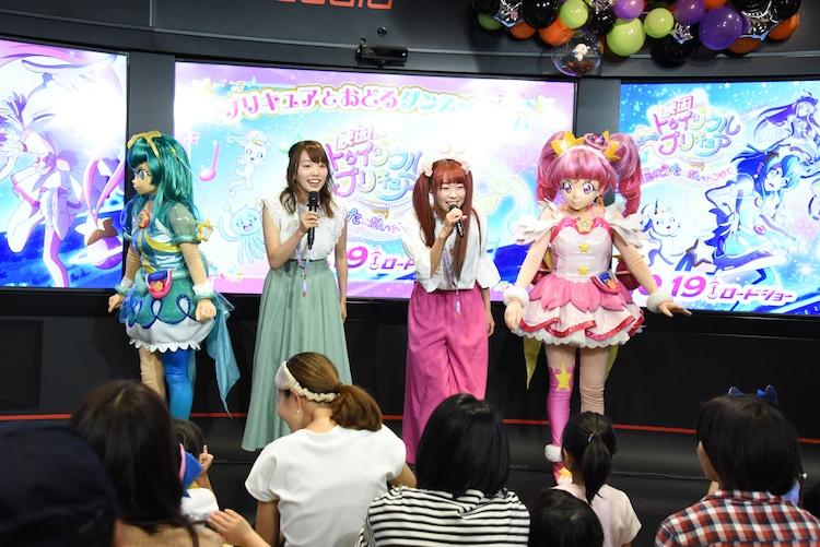 左からキュアミルキー、小原好美、成瀬瑛美、キュアスター。