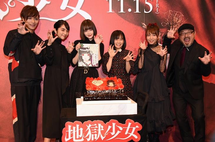「地獄少女」完成披露試写会の様子。左から藤田富、仁村紗和、玉城ティナ、森七菜、大場美奈、白石晃士。