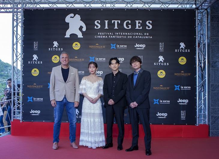 左から第52回シッチェス・カタロニア国際映画祭副ディレクターのマイク・ホステンチ、吉岡里帆、吉沢亮、長井龍雪。