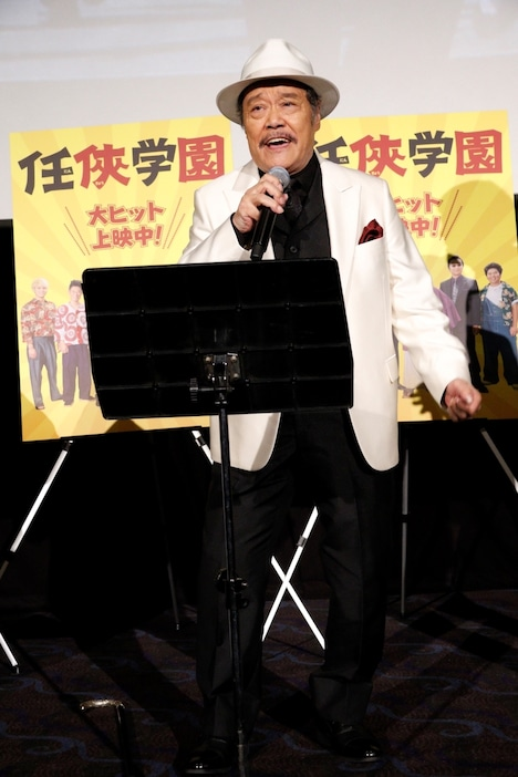 2019年10月10日のイベントで歌う西田敏行。