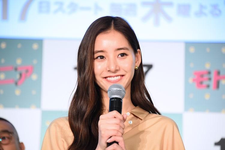 主演の新木優子。