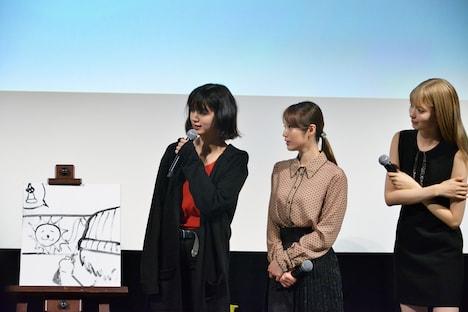 絵心対決コーナーの様子。左から池田エライザ、中村ゆりか、八木アリサ。