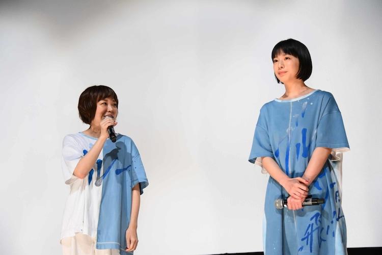 左から箱田優子、夏帆。