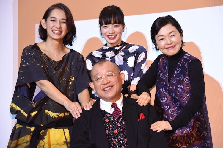 「閉鎖病棟―それぞれの朝―」イベントの様子。左から時計回りに片岡礼子、小松菜奈、小林聡美、笑福亭鶴瓶。