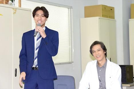 左から小野塚勇人、加藤雅也。