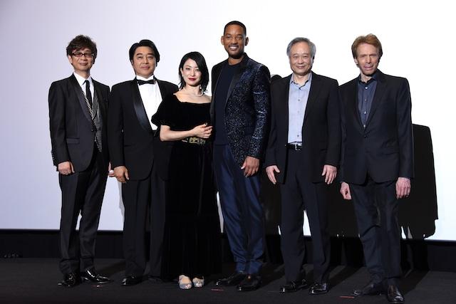「ジェミニマン」ジャパンプレミアの様子。左から山寺宏一、江原正士、菅野美穂、ウィル・スミス、アン・リー、ジェリー・ブラッカイマー。