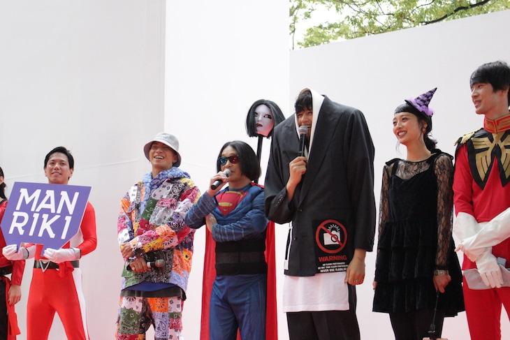 「MANRIKI」と「BE Vint-Age 2019」コラボステージの様子。