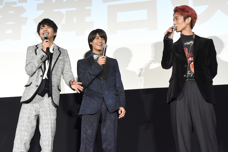 高校時代の思い出で大盛り上がりする佐藤勝利(左)、高橋海人(中央)、田中樹(右)。