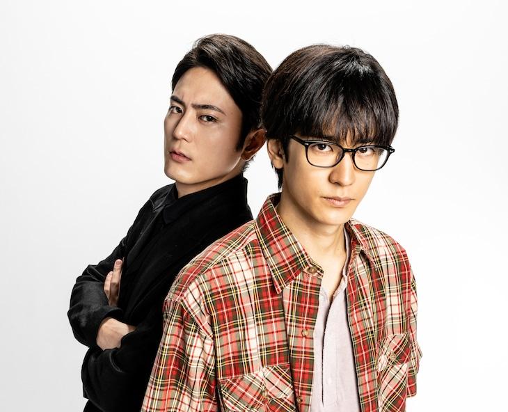 ドラマ「僕はどこから」より、竹内薫役の中島裕翔(右)と藤原智美役の間宮祥太朗(左)。