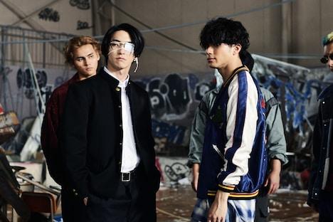 「HiGH&LOW THE WORST」より。手前左から前田公輝演じる轟洋介、山田裕貴演じる村山良樹。