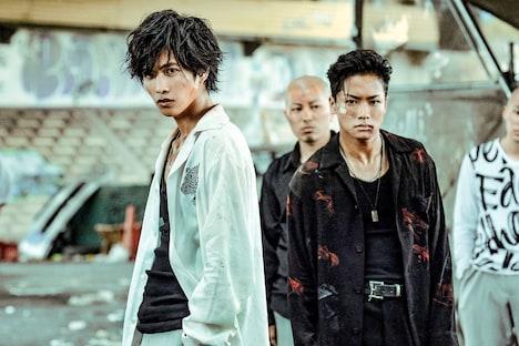 「HiGH&LOW THE WORST」より、左から志尊淳演じる上田佐智雄、川村壱馬演じる花岡楓士雄。