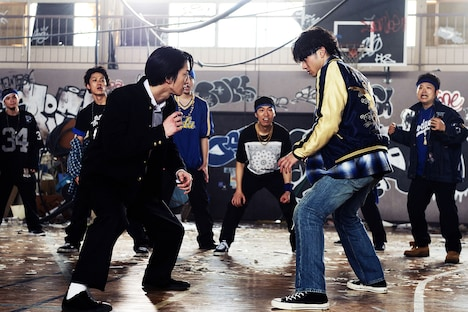 「HiGH&LOW THE WORST」より。左から前田公輝演じる轟洋介、山田裕貴演じる村山良樹。
