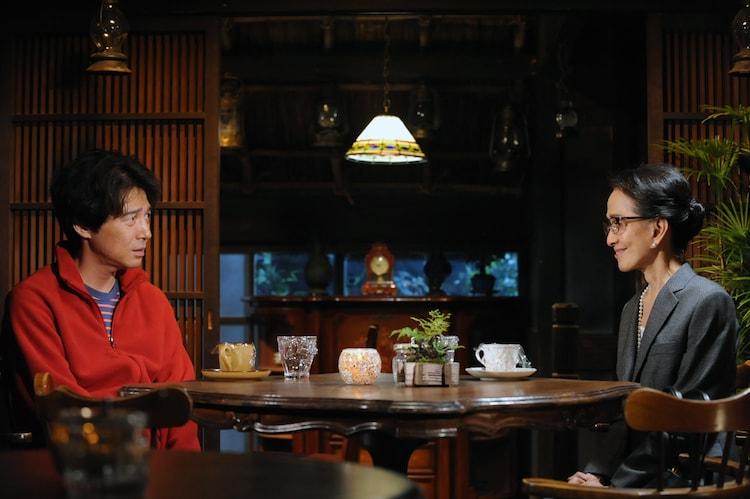 「やすらぎの刻~道」より、吉岡秀隆演じる牧田誠(左)と、いしだあゆみ演じる中川玉子(右)。
