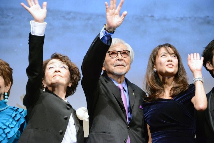左から倍賞千恵子、山田洋次、後藤久美子。