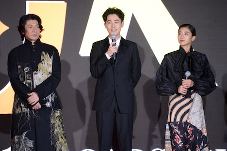 左から永瀬正敏、成田凌、黒島結菜。