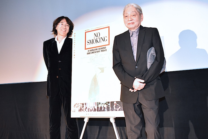左から佐渡岳利監督、細野晴臣。