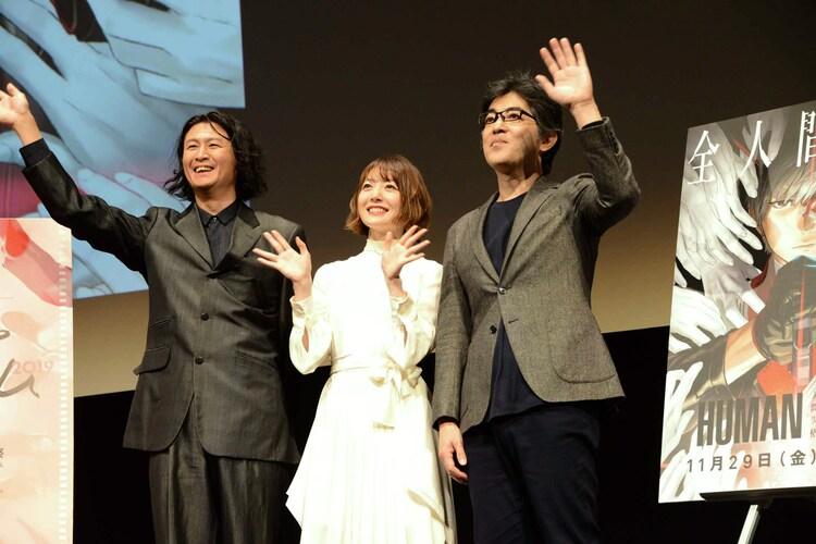 イベントの様子。左から冲方丁、花澤香菜、木崎文智監督。