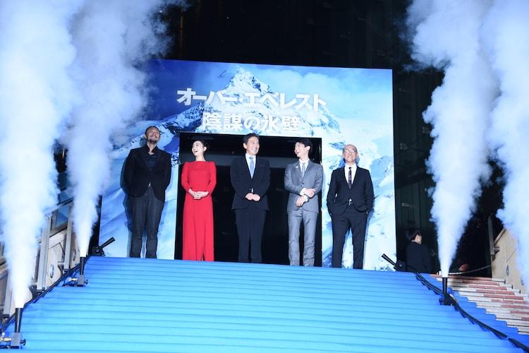 左からユー・フェイ、チャン・ジンチュー、役所広司、リン・ボーホン、テレンス・チャン。