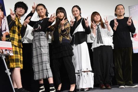 「殺さない彼と死なない彼女」公開直前イベントの様子。左からゆうたろう、箭内夢菜、桜井日奈子、堀田真由、奥華子、小林啓一。
