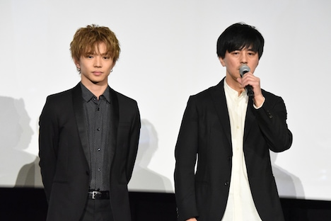 左から佐藤大樹、井上博貴監督。