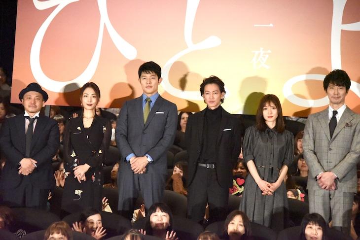 「ひとよ」公開記念舞台挨拶の様子。左から白石和彌、MEGUMI、鈴木亮平、佐藤健、松岡茉優、佐々木蔵之介。