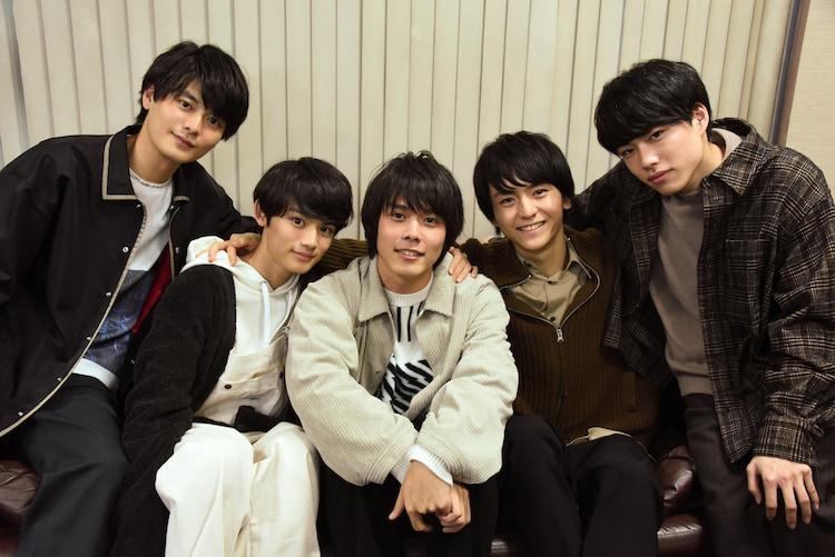 左から三船海斗、藤原大祐、細田佳央太、田川隼嗣、福崎那由他。