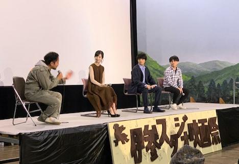 「踊ってミタ」プレミア上映の様子。左から加藤小夏、岡山天音、飯塚俊光。