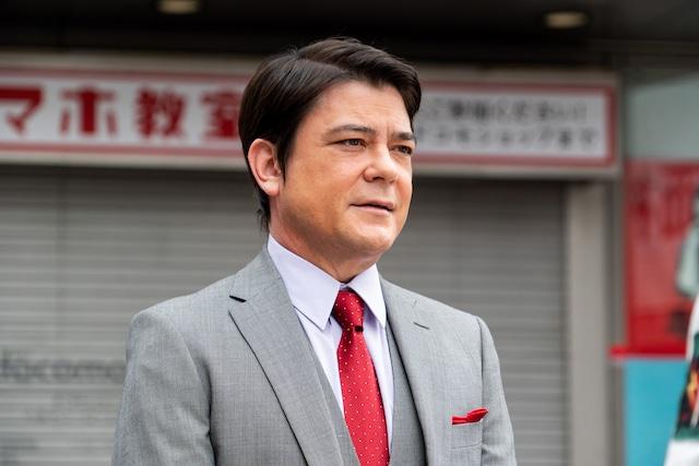 「破天荒フェニックス」より、川平慈英演じる御子柴徹。