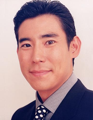 倉嶋亮介役の高嶋政伸。