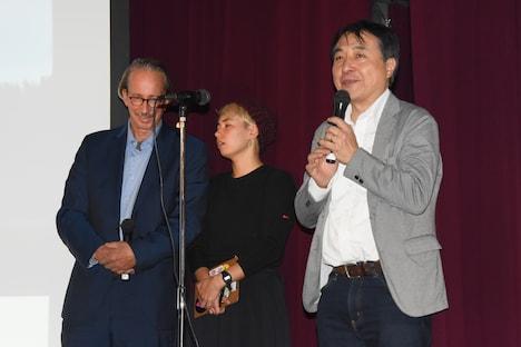 カール・A・フェヒナー(左)と飯田哲也氏(右)。