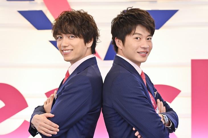 左から山崎育三郎演じる獅子丸怜二、田中圭演じる春田創一。