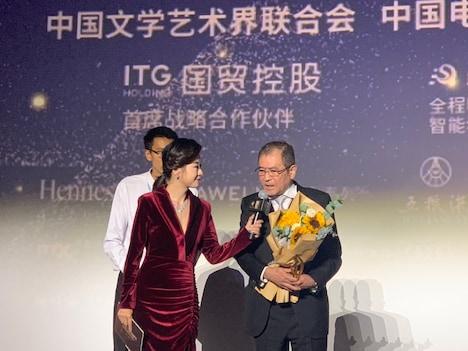 第28回金鶏百花映画祭の授賞式に出席した平山秀幸(右)。