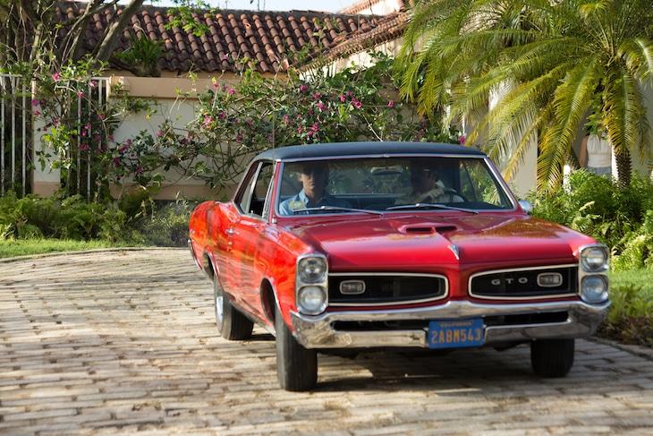 「ジョン・デロリアン」新場面写真より、ポンティアック・GTO。