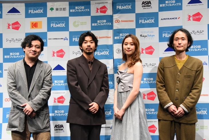 第20回東京フィルメックス「静かな雨」舞台挨拶にて、左から中川龍太郎、仲野太賀、衛藤美彩、高木正勝。