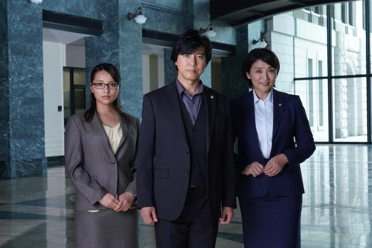 「検事・佐方~裁きを望む~」キャスト。左から水崎綾女、上川隆也、松下由樹。