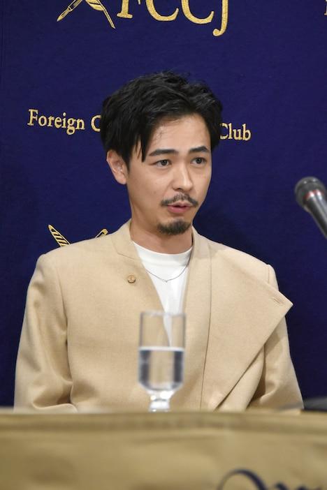 カツベンを披露する成田凌。
