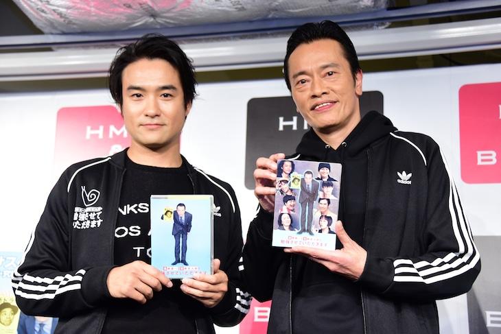 「遠藤憲一と宮藤官九郎の勉強させていただきます」Blu-ray / DVDコンプリート・ボックス発売記念イベントの様子。左から笠原秀幸、遠藤憲一。