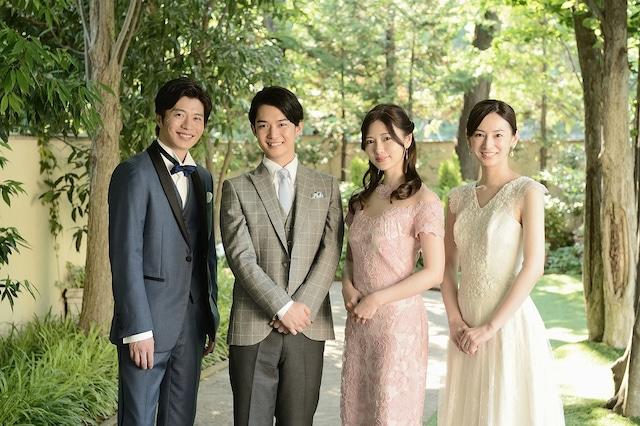 左から富田役の田中圭、加賀谷役の千葉雄大、美乃里役の白石麻衣、麻美役の北川景子。