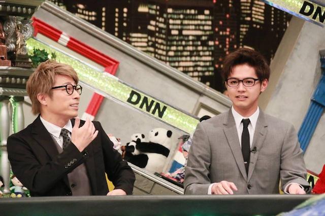 12月6日放送の「全力!脱力タイムズ」より。左から田村淳、片寄涼太。